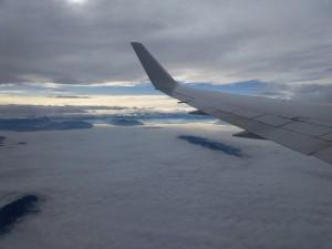 Blick aus dem Flugzeug auf Nebelmeer