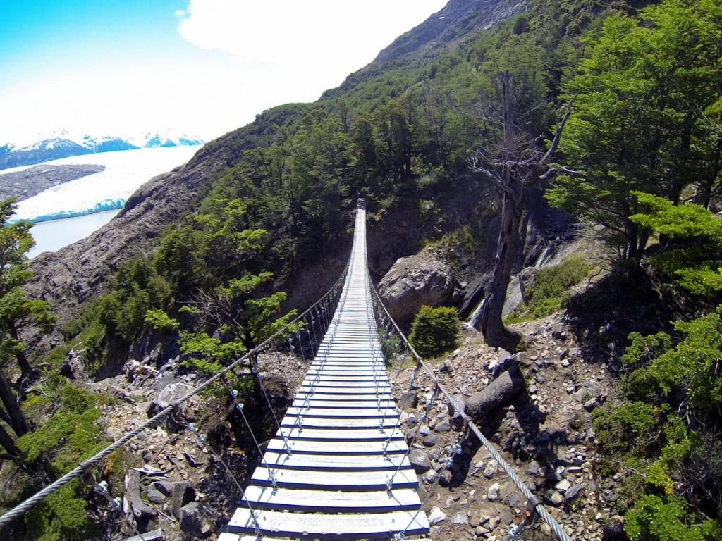 Hängebrücke im Torres del Paine Nationalpark