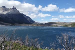 Viel Wind auf dem See im Torres del Paine Nationalpark in Argentinien
