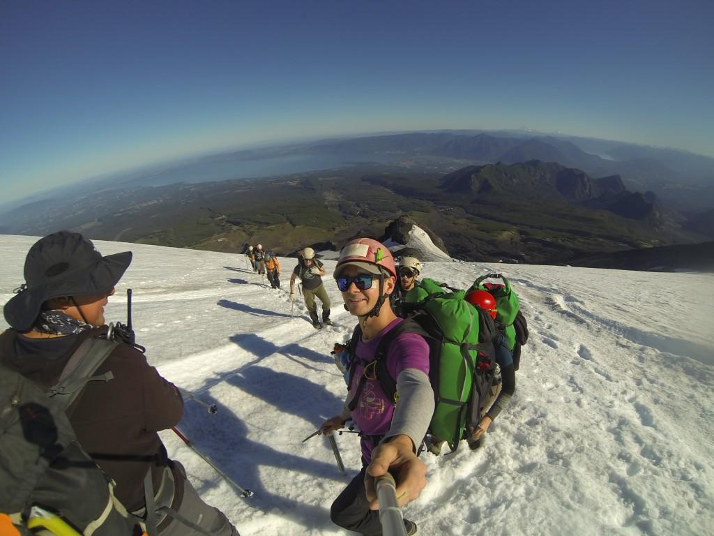Hiken im Schnee auf dem Villarrica Vulkan in Pucon