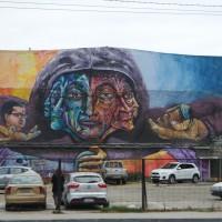 Graffiti von einem Kopf mit mehreren Gesichtern Valparaiso