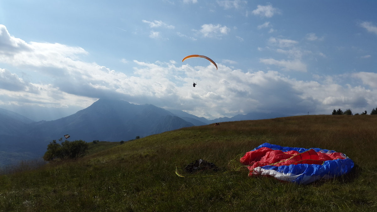 Worldwide Radio Frequencies for Paragliders | Globe Gliders