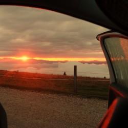 Aussicht auf den Sonnenaufgang aus dem Bett