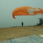 Paragliding bei Smog in der Nähe von Kuala Lumpur
