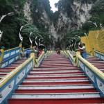 lange treppe zu den batu caves