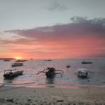 sonnenuntergang am strand von nusa lembongan